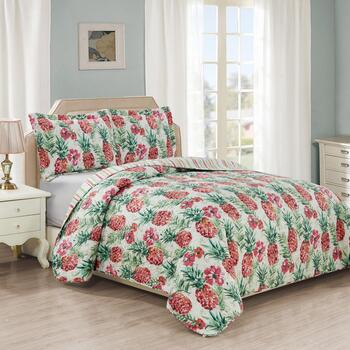 Panama Jack® Pineapple Tropical Quilt Set