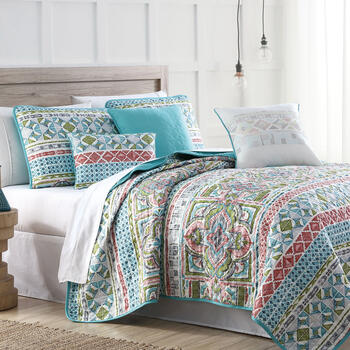 Cayuga Diamond Medallion Reversible Quilt Set view 1