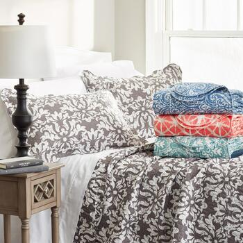 Printed and Reversible Quilt Sets