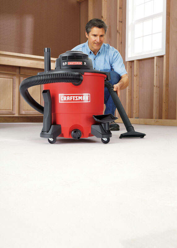 Craftsman  9 gal. Corded  Wet/Dry Vacuum  8.2 amps 120 volts Red  16.1 lb. 3.5 hp 1 pc.