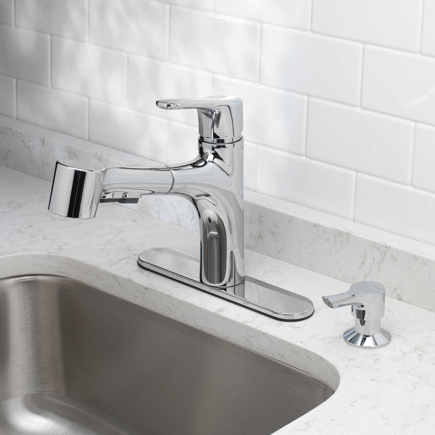 OakBrook  Tucana  One Handle  Chrome  Pull Out Kitchen Faucet