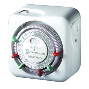 Intermatic  Indoor  Plug In Timer  125 volt White