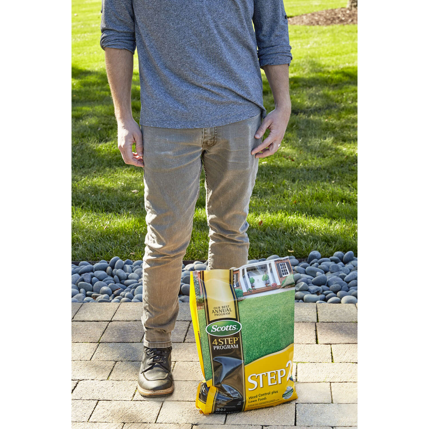 Scotts  4 Step Program  Fertilizer & Seed  For All Grass Types