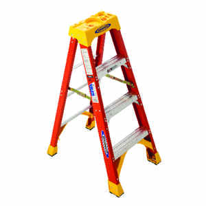 Werner  4 ft. H x 19.88 in. W Fiberglass  Step Ladder  300 lb. capacity Type IA
