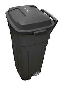 Rubbermaid  Roughneck  34 gal. Plastic  Wheeled Garbage Can  Lid Included