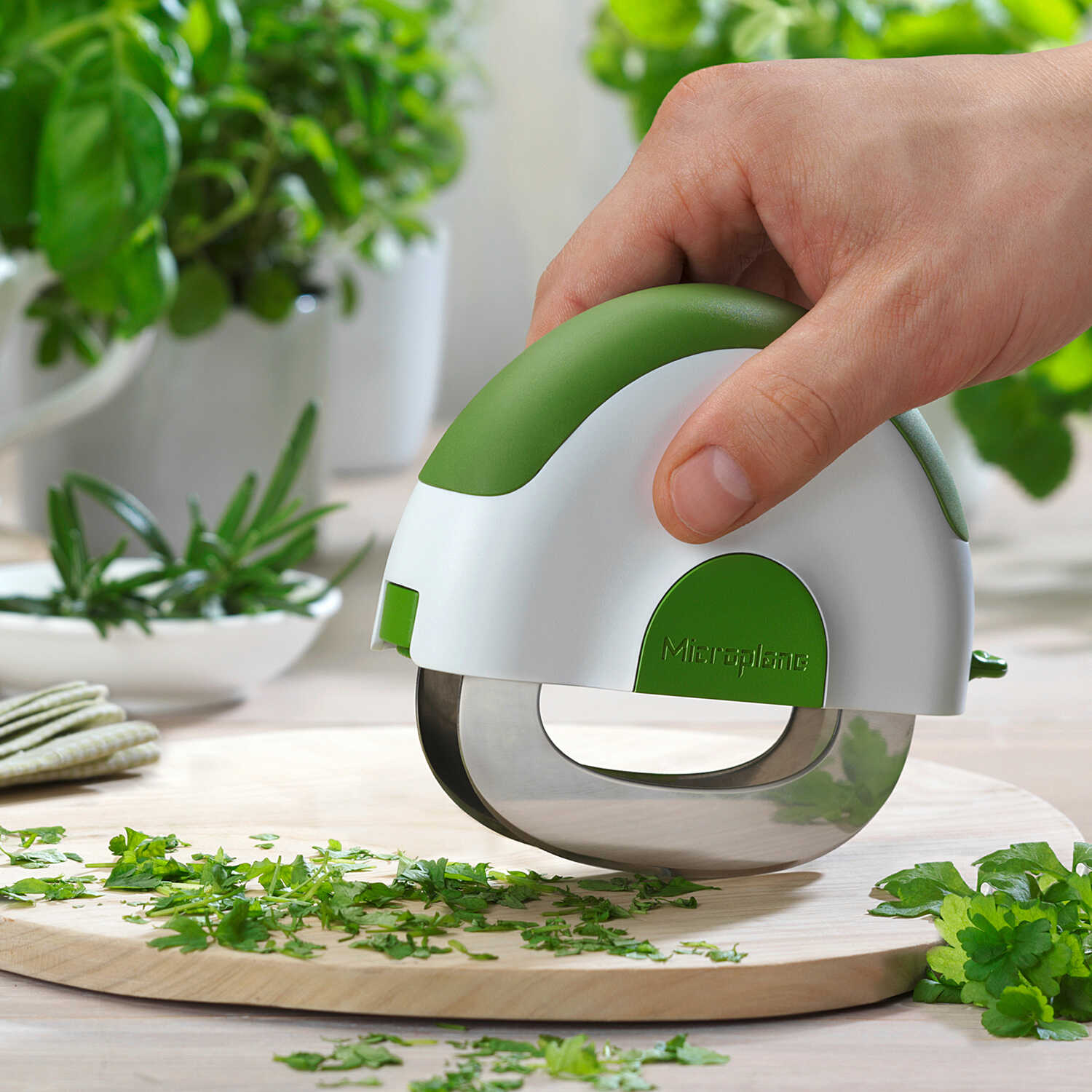 Microplane  Green/White  Plastic/Stainless Steel  Herb/Salad Chopper  1 pk