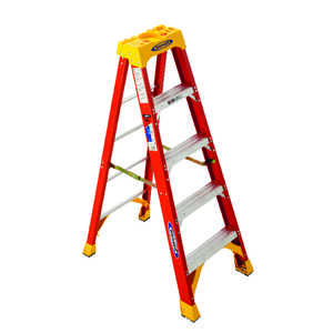 Werner  5 ft. H x 21.63 in. W Fiberglass  Step Ladder  300 lb. Type IA