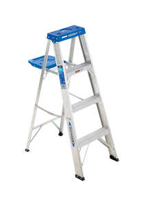 Werner  4 ft. H x 18.5 in. W Aluminum  Type I  250 lb. Step Ladder