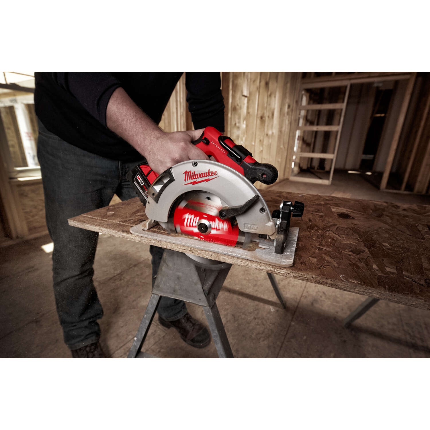 Milwaukee  M18  7-1/4 in. 18 volt Cordless  Brushless Circular Saw  Kit 5000 rpm