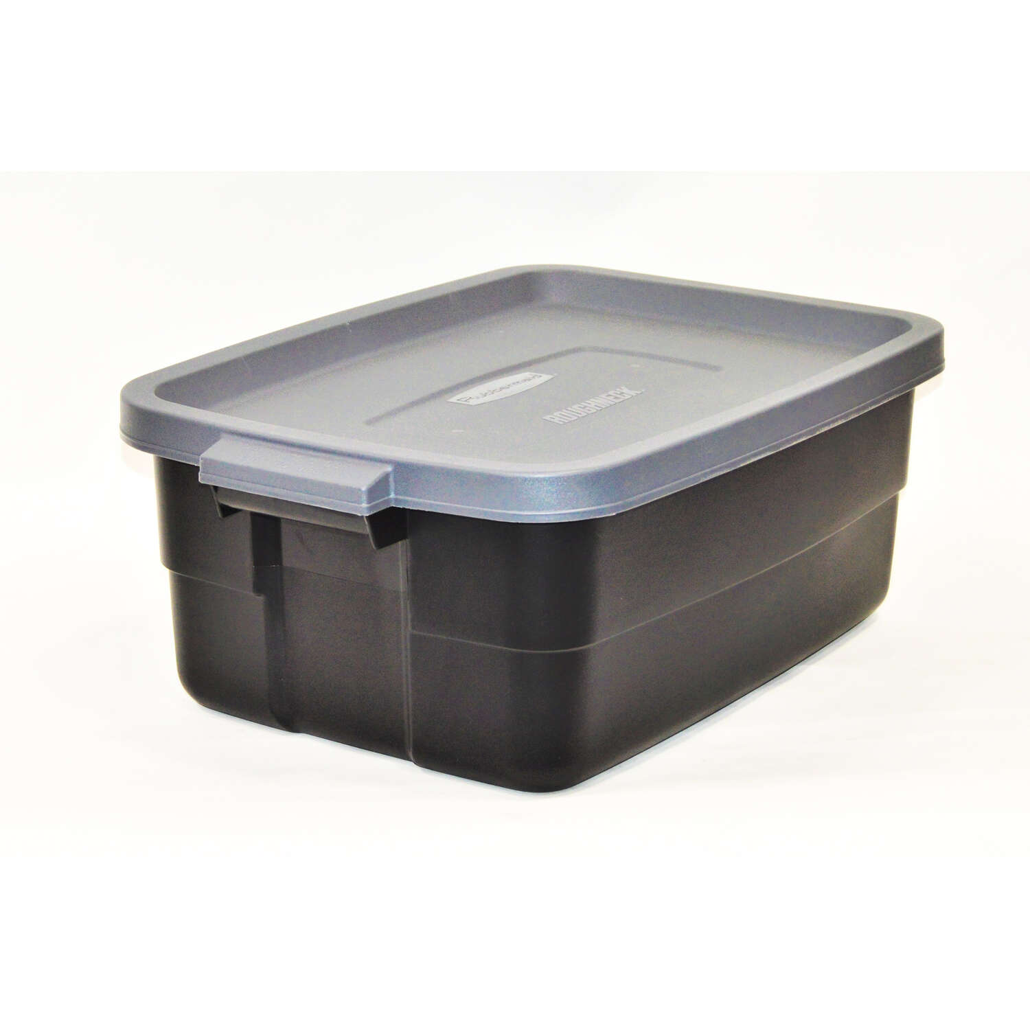 Rubbermaid Roughneck 87 in H x 23875 in D x 159 in W Stackable