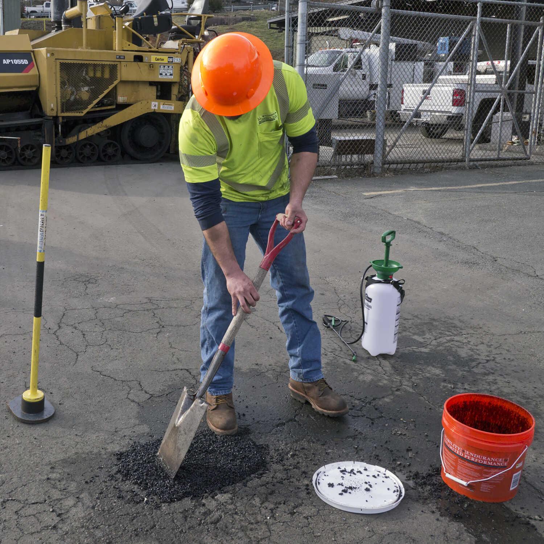 Aquaphalt 6 0 Black Water Based Asphalt And Concrete Patch