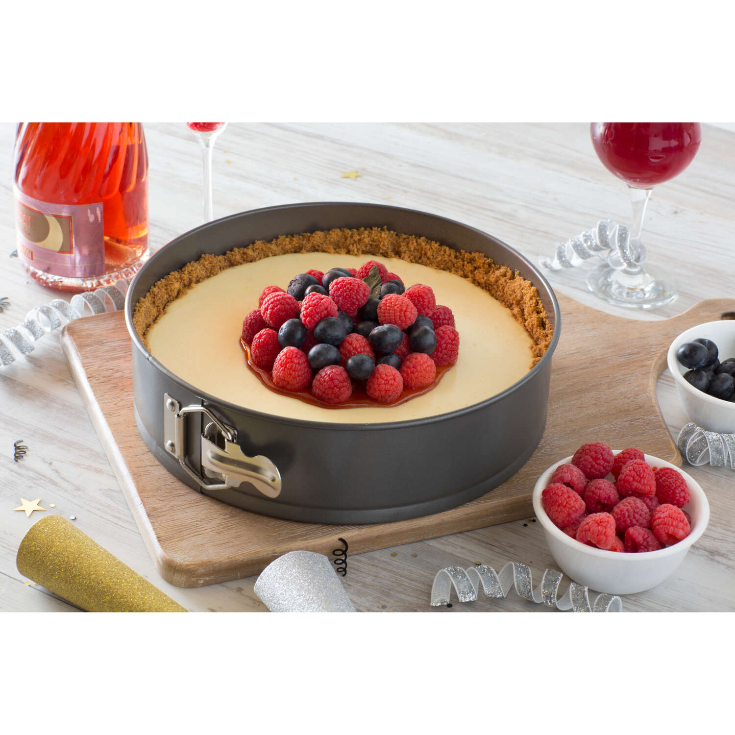 Baker's Secret  10.18 in. W x 10.18 in. L Gray  1  Cake Pan