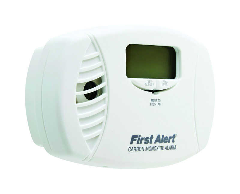First Alert  Plug-In w/Battery Back-up  Electrochemical  Carbon Monoxide Detector