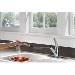 Delta  Signature  One Handle  Chrome  Pull Out Kitchen Faucet