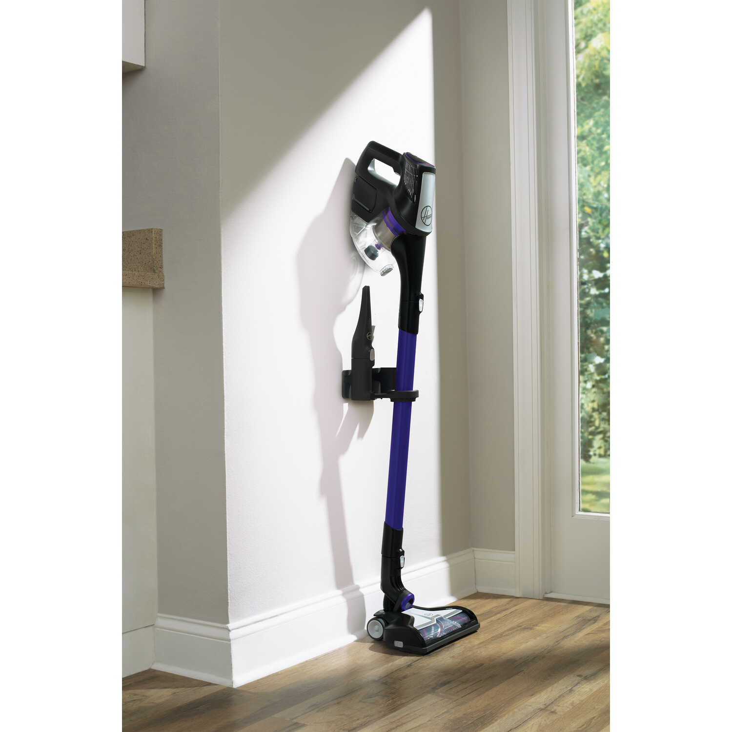 Hoover  Fusion Pet  Bagless  Cordless  Stick Vacuum  24 amps Standard  Blue