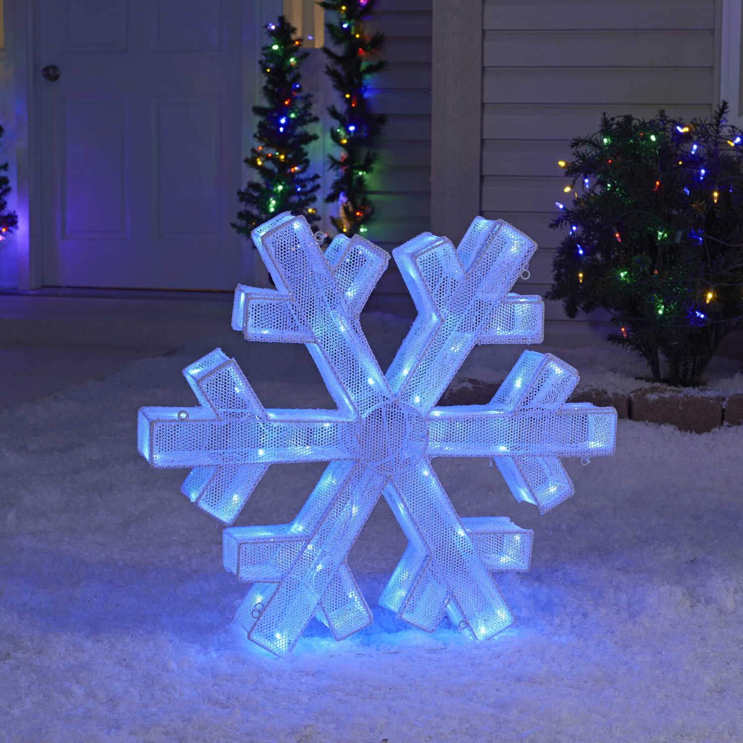 Sylvania  Illuminet  Snowflake  LED Yard Art  White  Mesh  1 pk