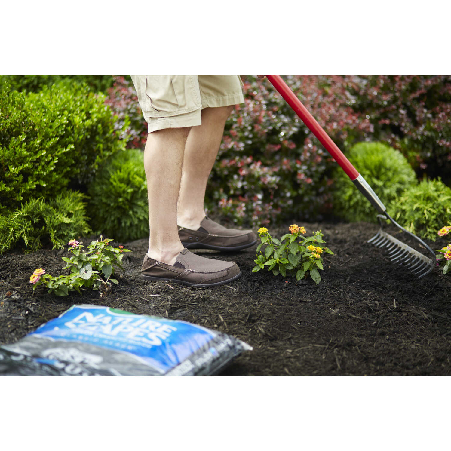 Scotts  Nature Scapes  Classic Black  Bark  Color-Enhanced Mulch  2 cu. ft. 12 sq. ft.