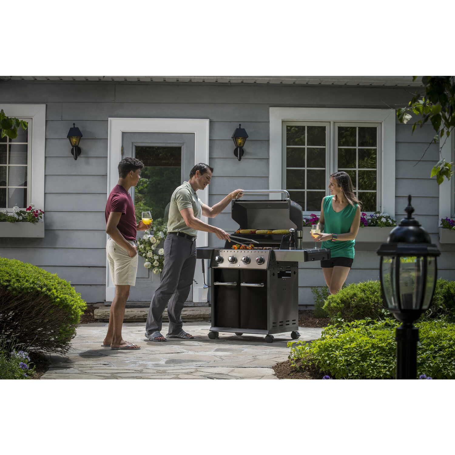 Broil King  Baron PRO Series  Liquid Propane  Freestanding  Grill  Black  4 burners