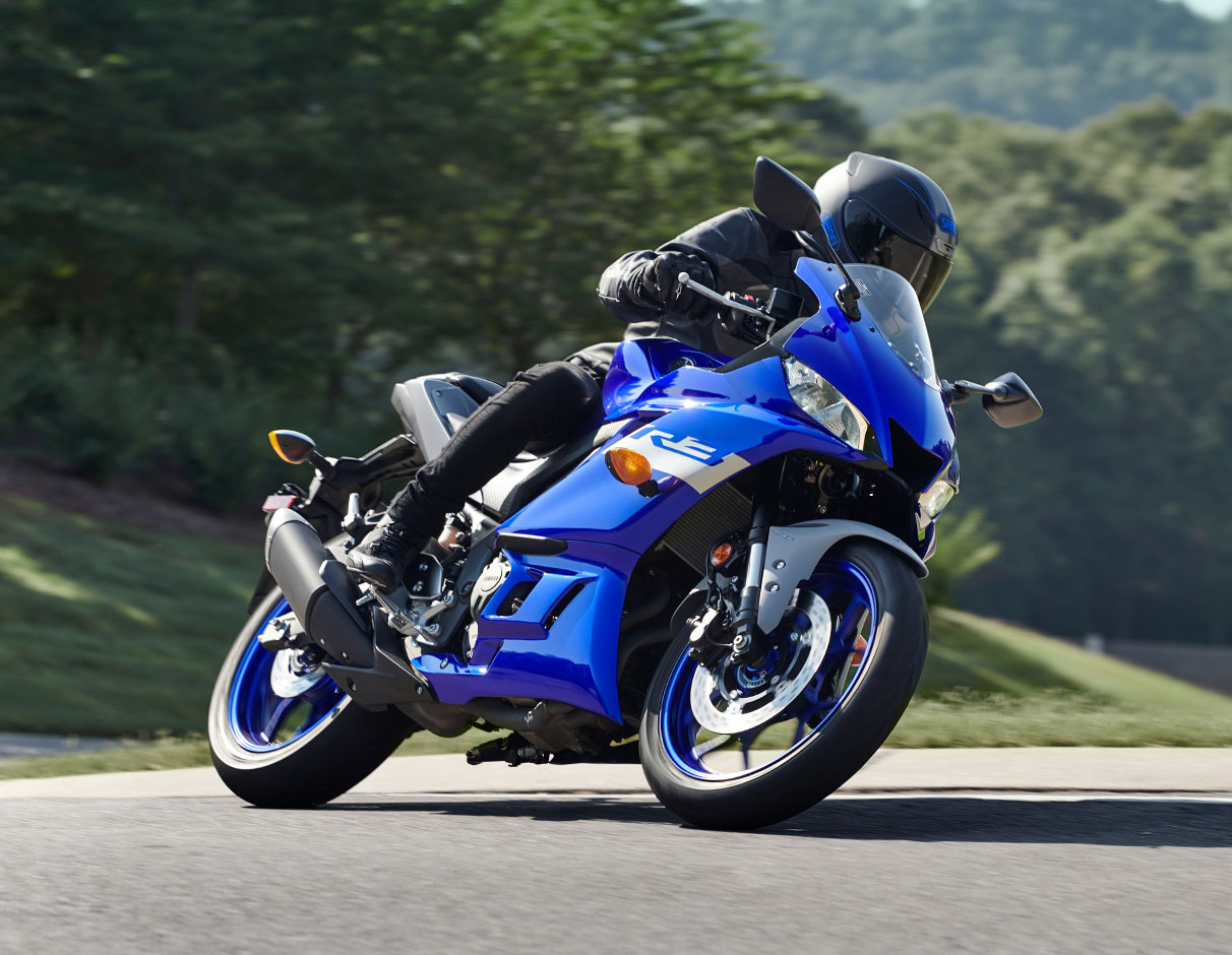 Action image of 2021 YZF-R3